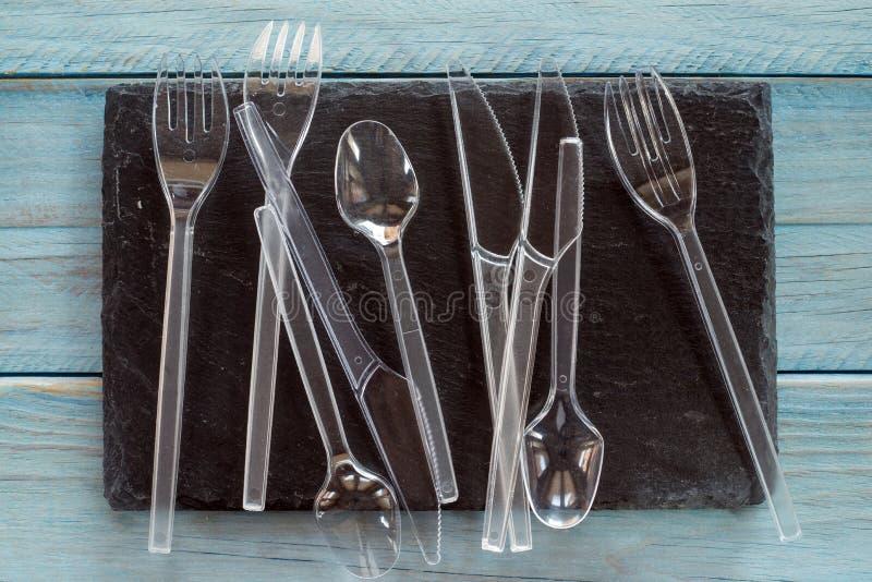 Transparentes Plastiktischbesteck lizenzfreies stockbild