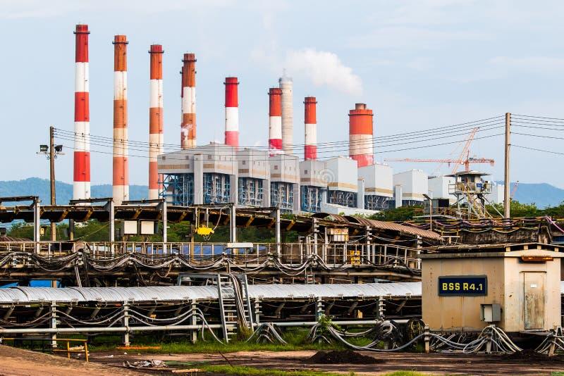 Transportör och kraftverk i THAILAND arkivfoto
