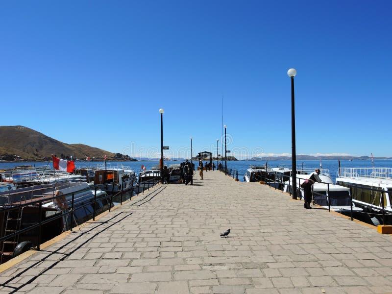 Download Transport dans Puno, Pérou photo éditorial. Image du pittoresque - 77158411