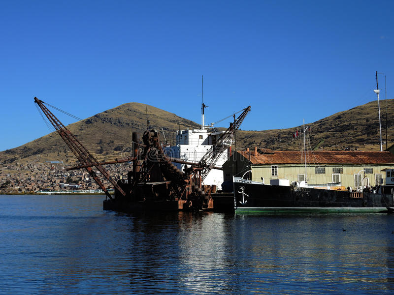 Download Transport dans Puno, Pérou image stock éditorial. Image du coloré - 77159604