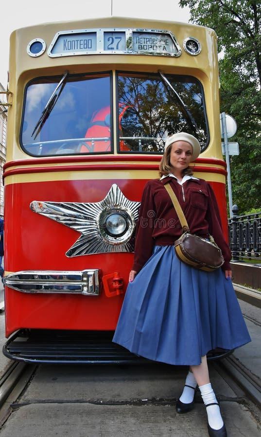 Transport Day-2019 de Moscou Portrait de femme de Reenactor dans la robe de cru images libres de droits