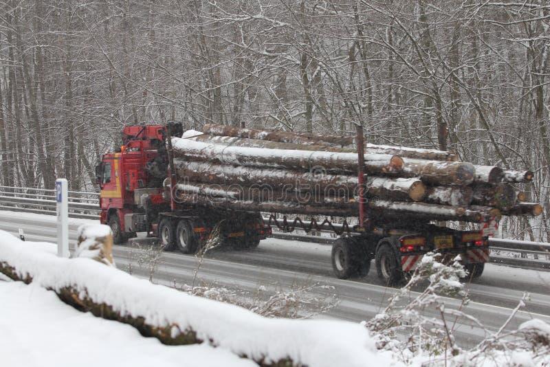 Transport de bois de construction photographie stock libre de droits