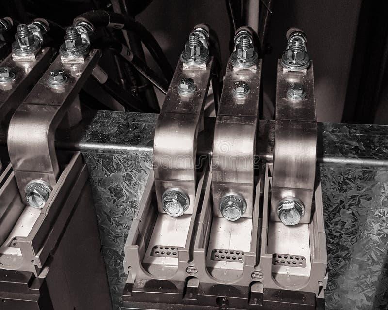 Transport de cuivre sur la ligne côté d'un disjoncteur images stock