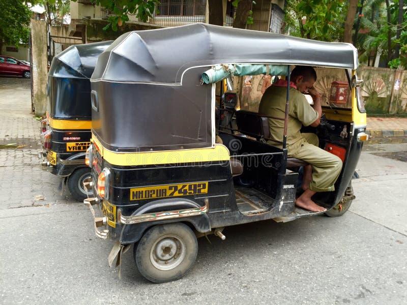Transport de Mumbai - pousse-pousse automatique photographie stock libre de droits