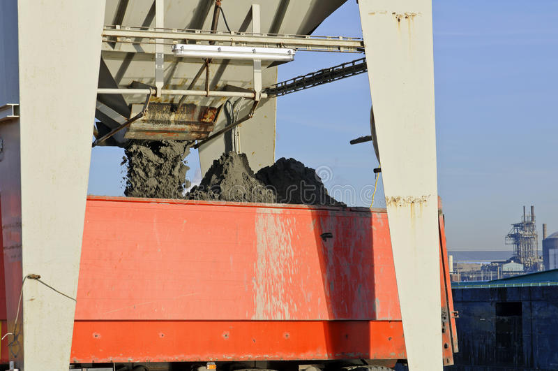 Download Transport de sable image stock. Image du camion, logistique - 23075081