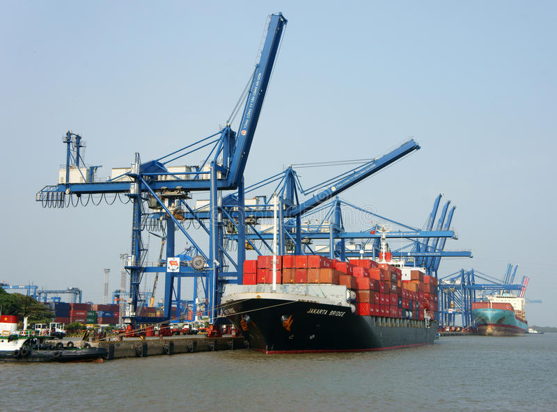 Transport, exportation, importation, port de Ho Chi Minh photographie stock libre de droits