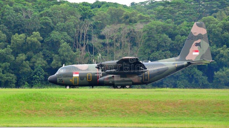 Download Transport För Rsaf För Nivå För Landning För 130 C Militär Redaktionell Fotografering för Bildbyråer - Bild av last, singapore: 19794924