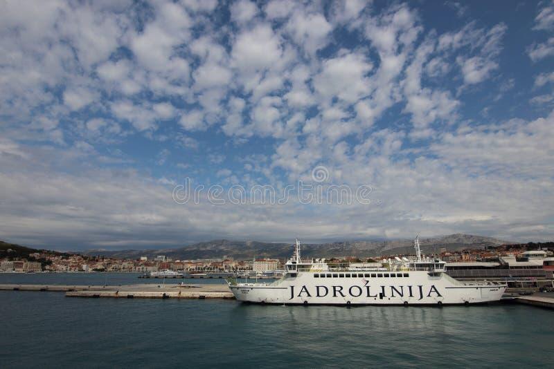 Transport Jadrolinija Kroatien stockfotografie