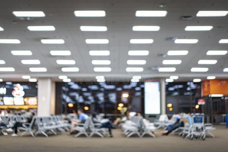 Transport, passage trouble ; le passager attendent le plan dans l'aéroport international photographie stock