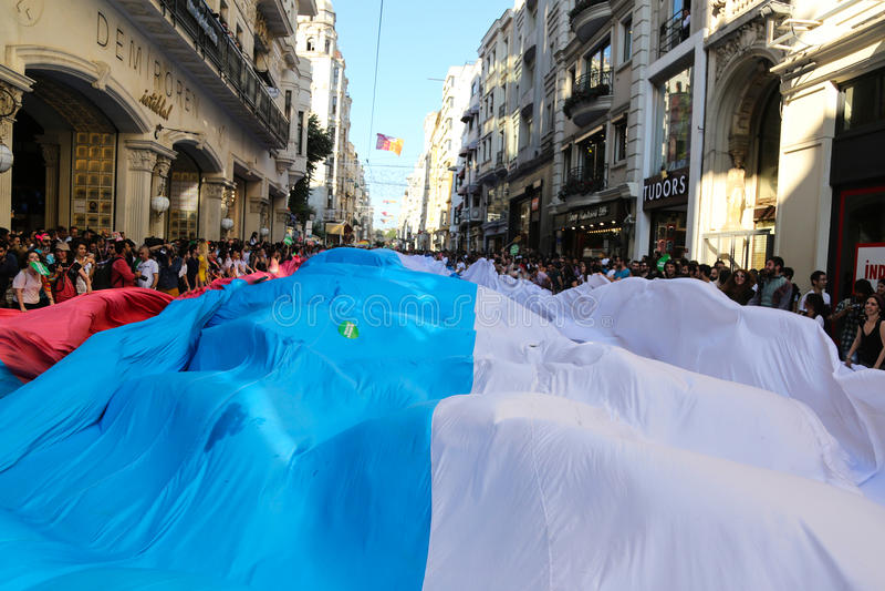 Download Transport Pride Istanbul 2015 Photographie éditorial - Image du indicateur, people: 56476367
