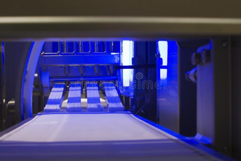 Transportación de la línea de circunvalación de la máquina en la industria alimentaria imágenes de archivo libres de regalías