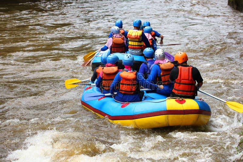 Transportando em Elo River, Borobudur, Magelang, Java central foto de stock royalty free