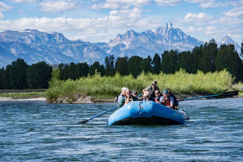 Transportando o rio Snake em Jackson Hole, Wyoming foto de stock