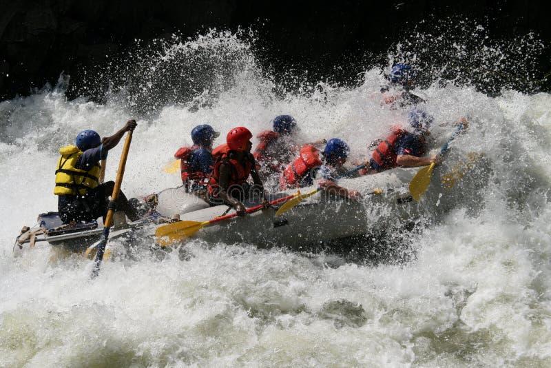 Transportar em um rio fotografia de stock