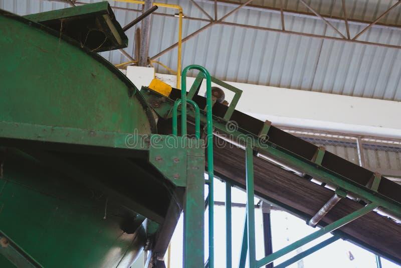 transportband in installatie trommelvorm in fabriek stock fotografie