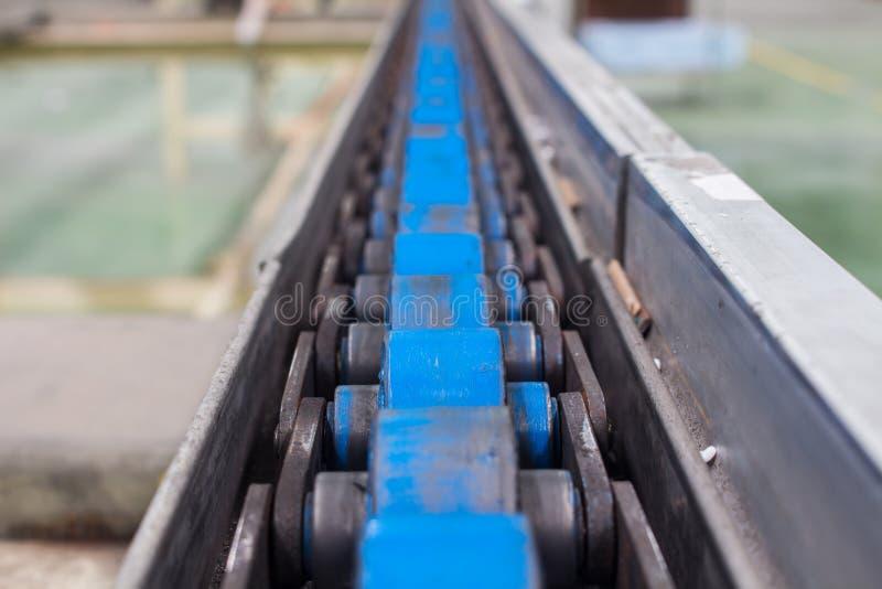 Transportbandet, produktionslinje av fabriken royaltyfria bilder