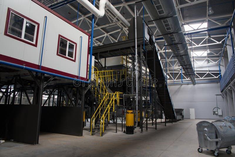 Transporte central da planta de classificação waste fotografia de stock