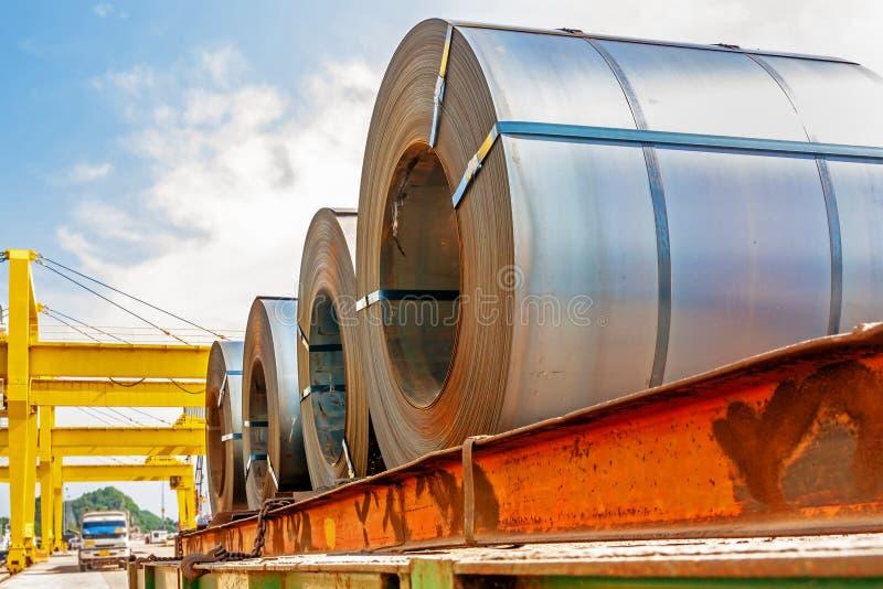 Transporte de aço da bobina imagem de stock royalty free