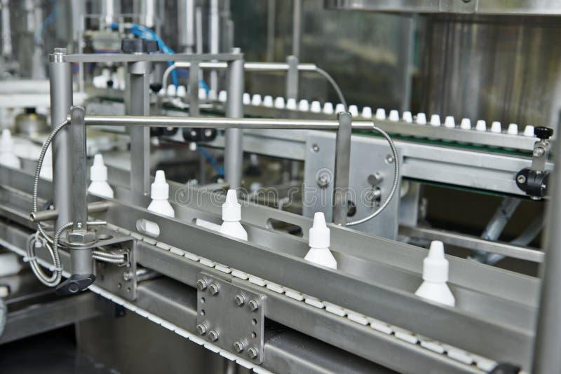 Transporte de garrafa plástico da medicina da farmácia foto de stock