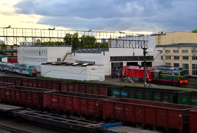 Transporte del cargo por ferroviario, clasificando el ferrocarril de la carga imagen de archivo libre de regalías