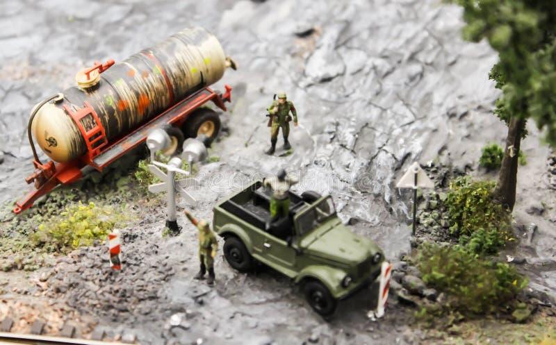 Transporte do modelo perigoso do brinquedo dos produtos petrolíferos dos bens imagens de stock royalty free