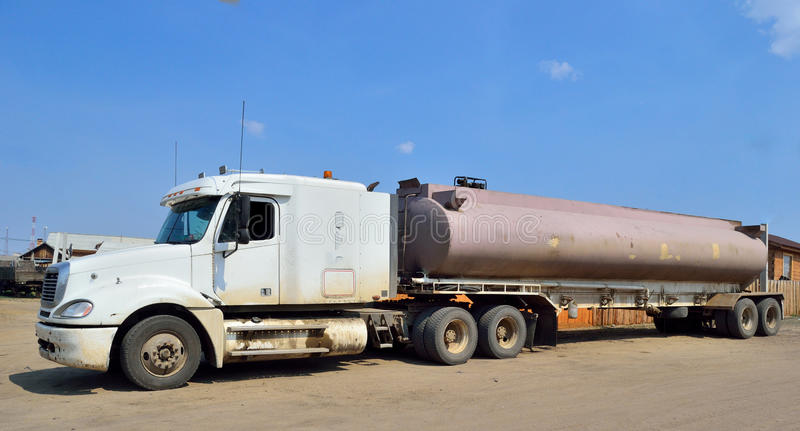 Transporte dos combustíveis e os lubrificantes e os combustíveis fotos de stock