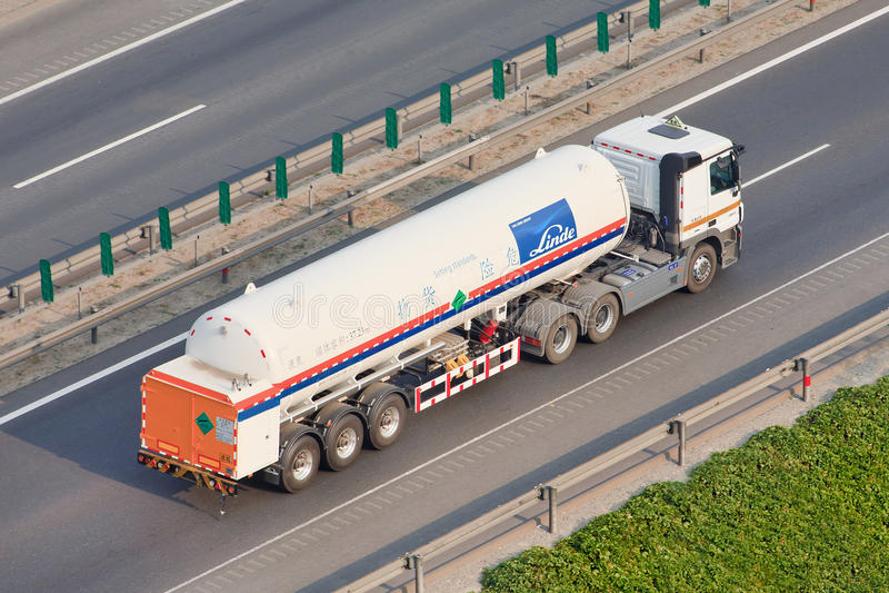 Transporte en la autopista, Pekín, China del gas líquido de Linde foto de archivo