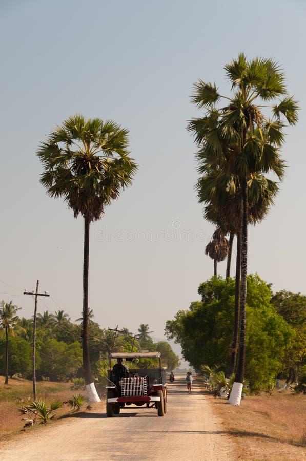 Transporte local en la isla de Bilu, Myanmar fotografía de archivo