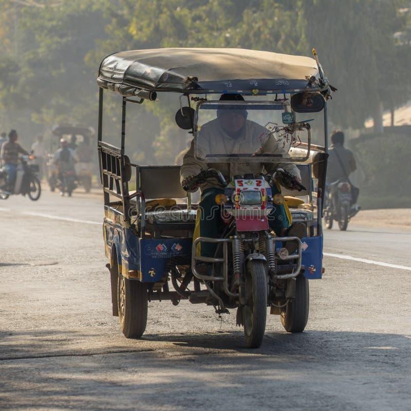 Download Transporte local - Myanmar foto de stock editorial. Imagem de asian - 29843898