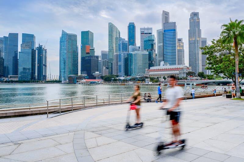 Transporte moderno del eco de la gente de Singapur fotos de archivo libres de regalías