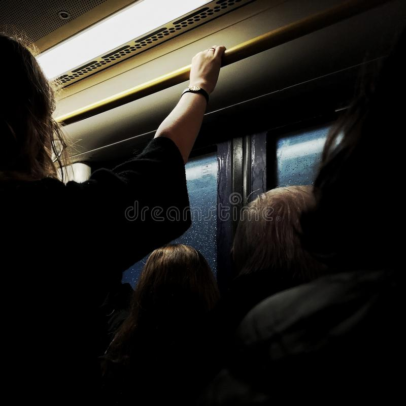 Transporte público en el autobús fotos de archivo
