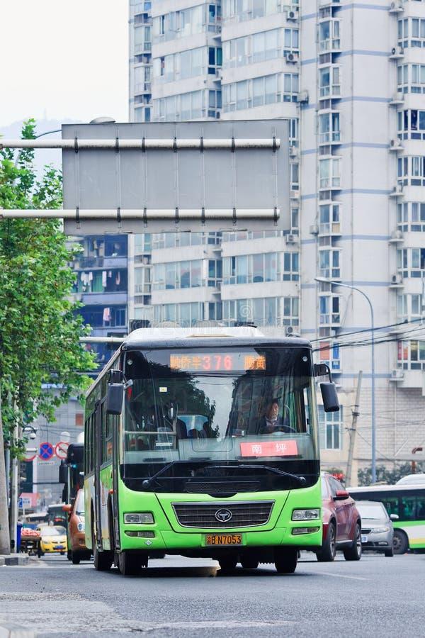 Transporte público no centro da cidade de Chong Qing, China imagem de stock royalty free