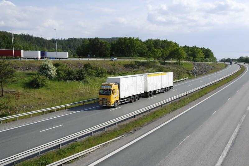 Transporte por caminhão limpo no país imagens de stock royalty free