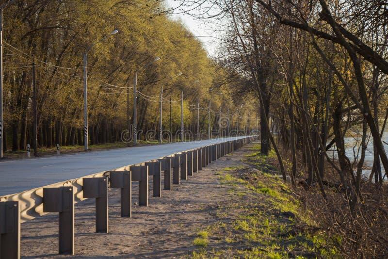 Transporte rodoviário, transporte, céu, paisagem, viagem, estrada da rua, curso, estrada, asfalto, maneira, viagem, exterior, tra fotografia de stock