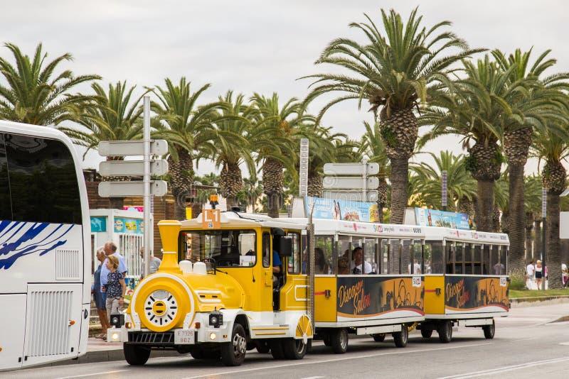 Transporte turístico en Salou, España imagen de archivo