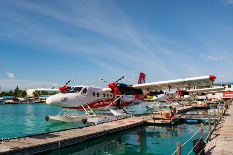 Transporterar maldiviska flygbolag för trans. företagssjöflygplan på Maldiverna arkivfoton