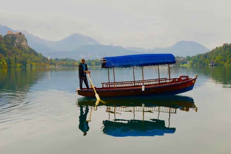 Transporterat på ett vattnigt moln i Paradise arkivbilder