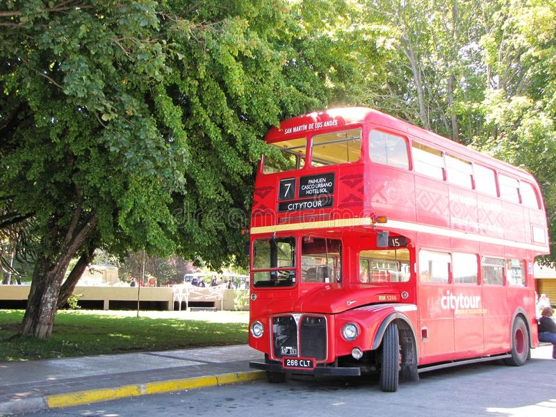 Transportieren Sie den Touristen, der in den schönen Straßen von De los Anden, Argentinien Sans Martin geparkt wird stockfoto