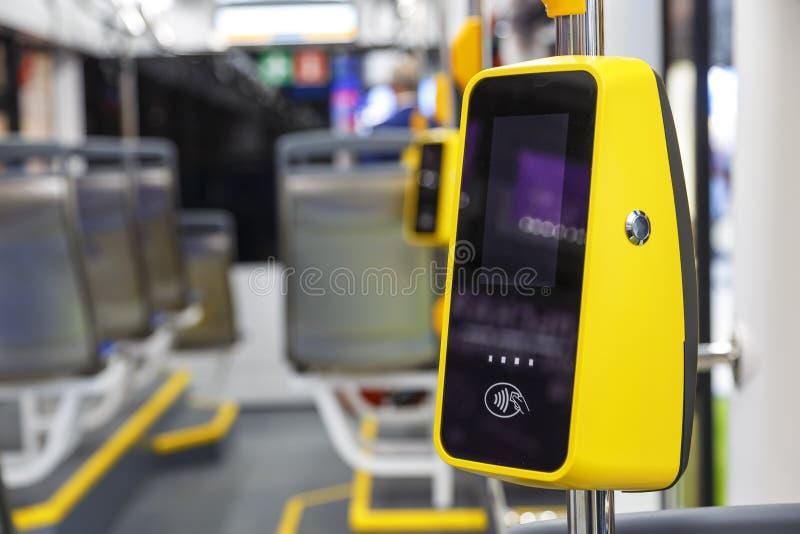 TransportPos.-terminal Betalning för lopp i transport Validator för att applicera biljetten Icke-kassa transportbetalning royaltyfri foto