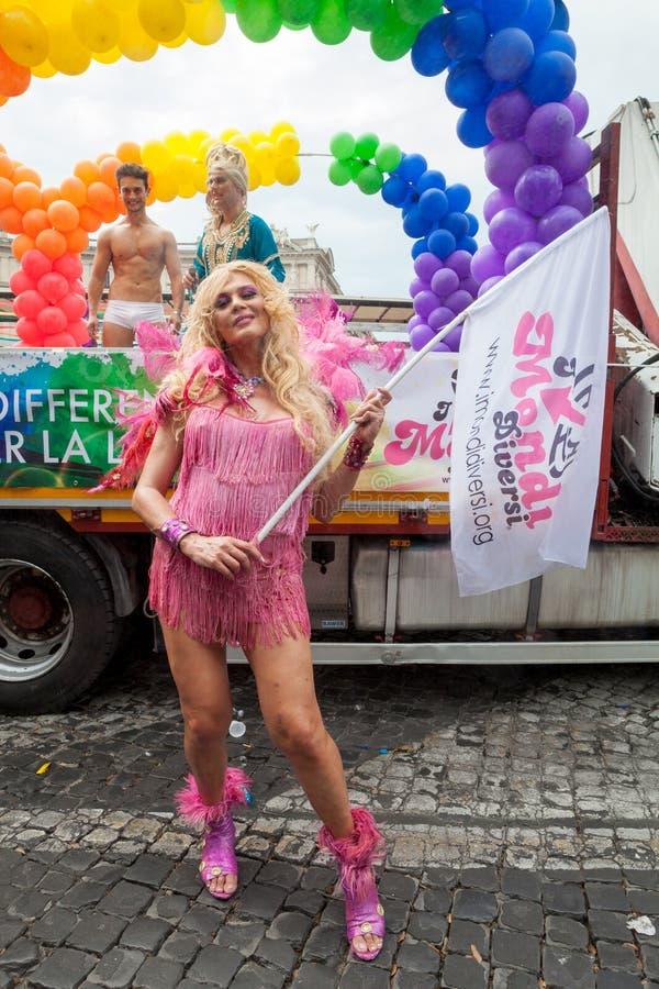 Transsexual durante a parada de orgulho alegre em Roma fotografia de stock royalty free