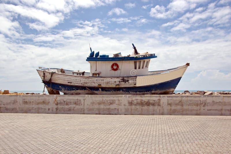 Transshipment terminal dla ładować stalowych produkty denni naczynia używać brzeg żurawie i specjalnego wyposażenie w Portowym Pe obrazy stock