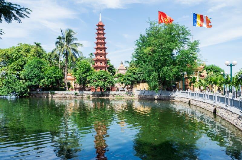 Tranu Quoc pagoda na brzeg Zachodni jezioro, Hanoi obrazy stock