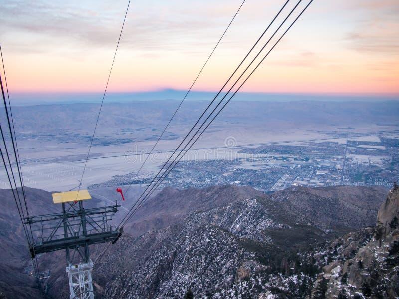 Tranvía aéreo del Palm Springs Opinión del Palm Springs imagenes de archivo