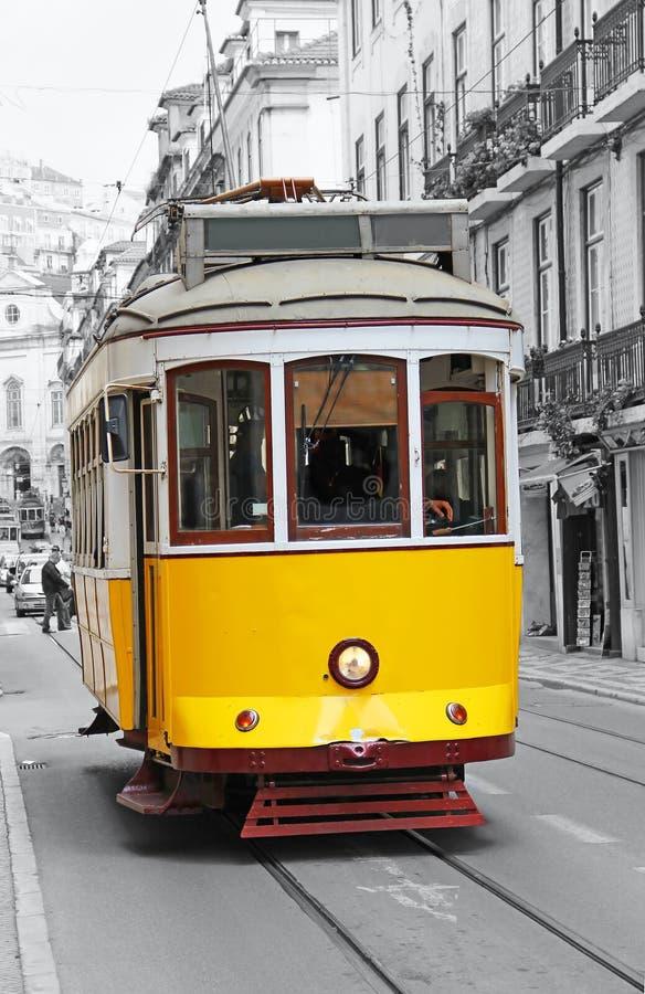 Tranvía amarilla vieja en Lisboa imagen de archivo libre de regalías