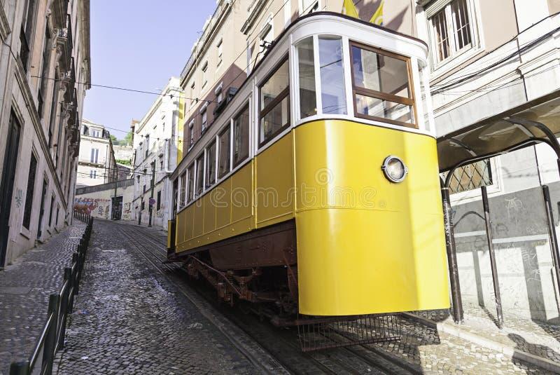Tranvía antigua y vieja de Lisboa imagen de archivo libre de regalías