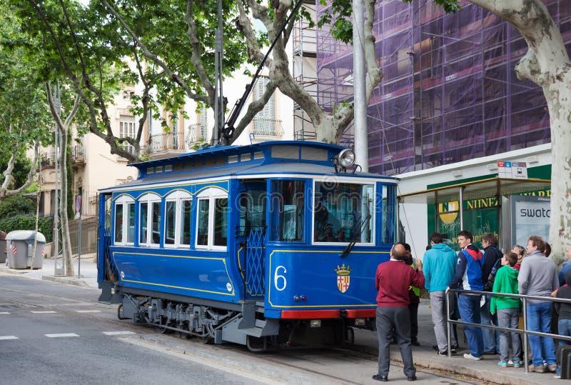Tranvía azul en Barcelona. España imagenes de archivo