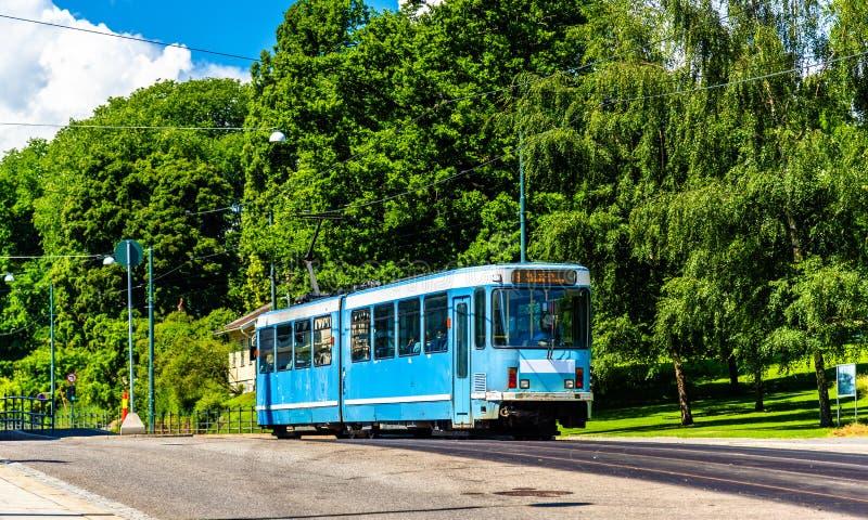 Tranvía de la ciudad en la estación de Slottsparken en Oslo fotos de archivo libres de regalías