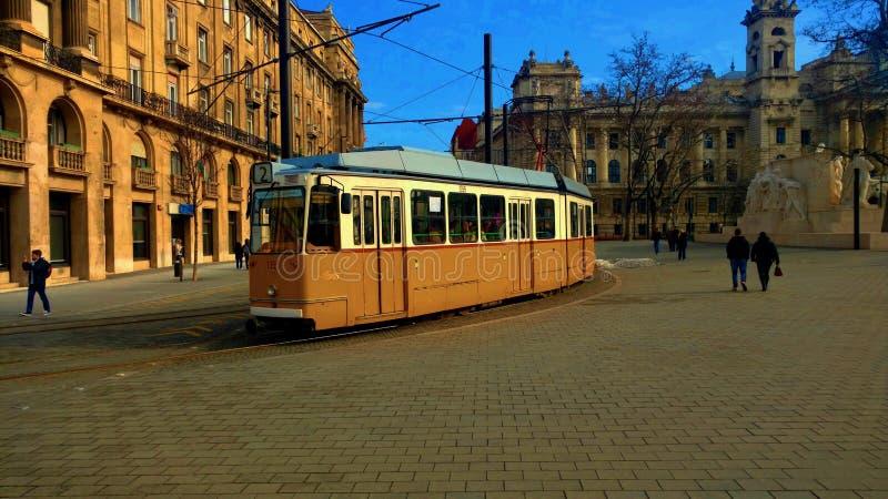 Tranvía del amarillo de Budapest fotografía de archivo libre de regalías