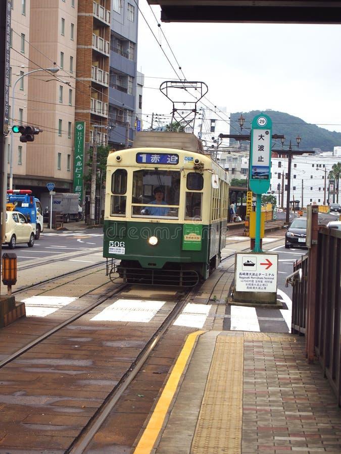 Tranvía eléctrica de Nagasaki en Japón foto de archivo