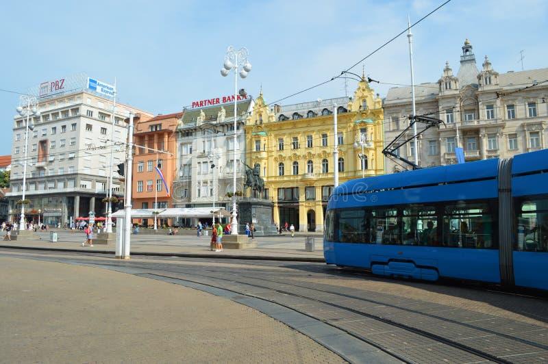 Tranvía en centro de ciudad de Zagreb fotos de archivo libres de regalías
